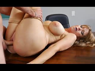 ПОРНО -- ЕЙ 50 -- ОЧЕНЬ ВЗРОСЛАЯ УЧИЛКА ТРАХНУТА НА СТОЛЕ --  milf mature sex --  Darla Crane