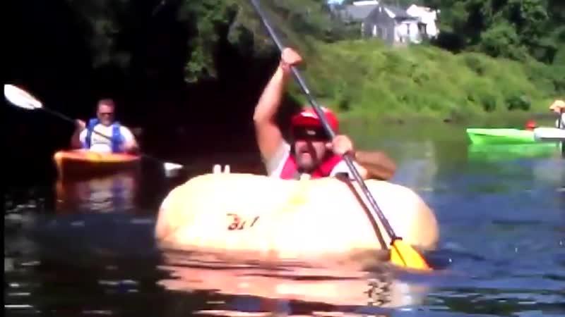 Американец попал в Книгу рекордов Гиннесса проплыв на лодке из тыквы