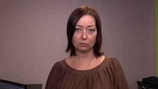 Елена Ратушная заявила о нападении на нее людей, которые собирают подписи за отзыв депутатов