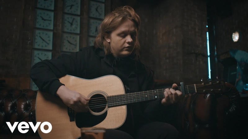 Lewis Capaldi - Someone You Loved (Live - Acoustic RoomLADbible)