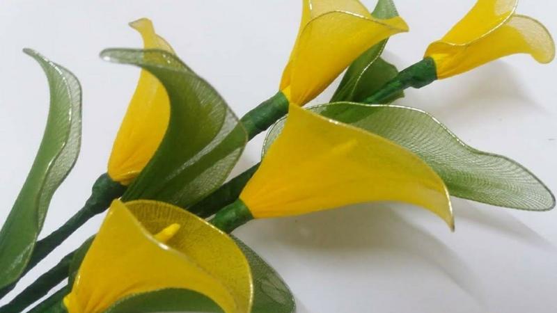 Nylon stocking calla lilycalla lily tutorial nylonyellow calla lily flower by stockings