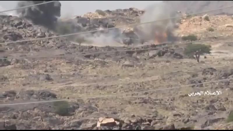 Танк Т 62 выстрелил после попадания в него ракеты в Йемене