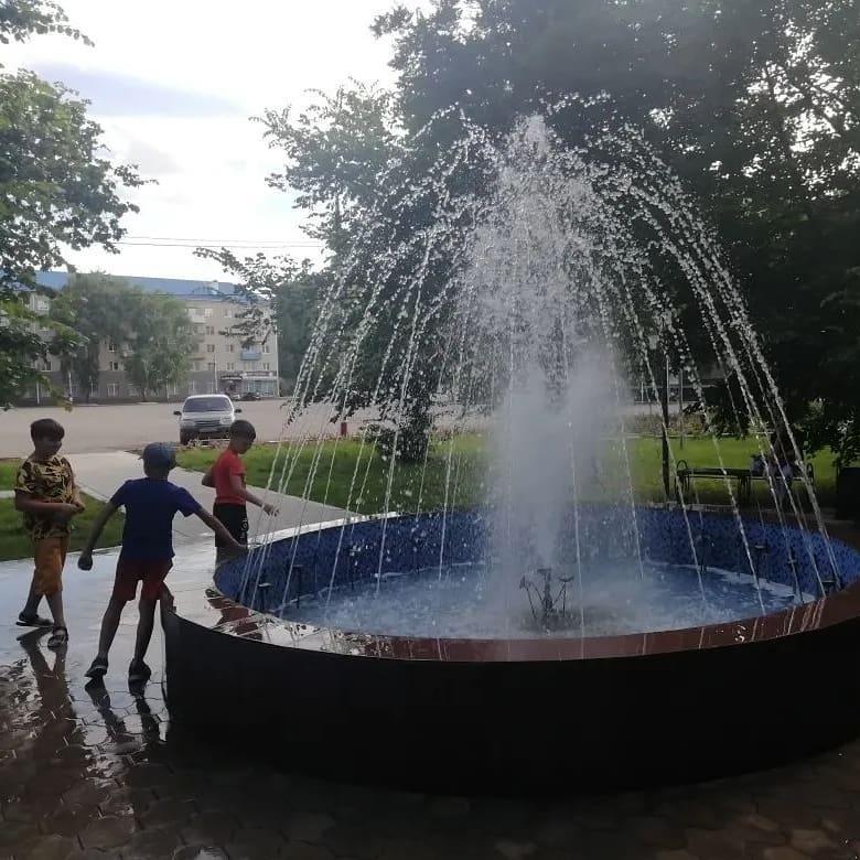 В Петровске, в сквере на площади Ленина, начал работу городской фонтан