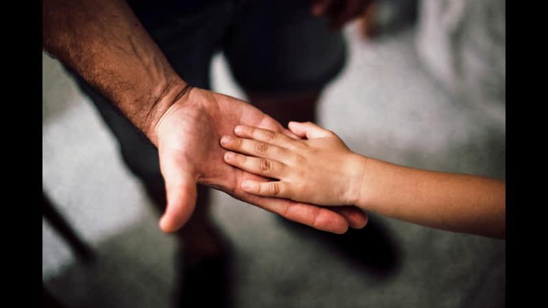 В Оренбургской области полиция и органы опеки насильно изъяли детей из семьи Мать в наручники