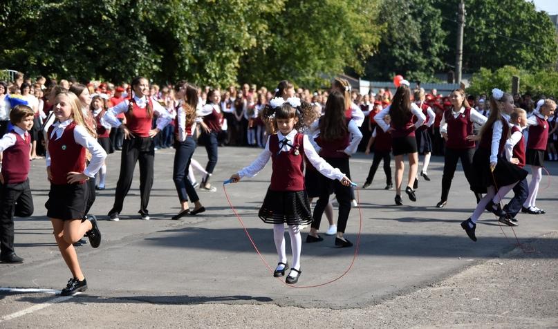 В Курской области многодетные семьи могут получить выплату на покупку школьной формы