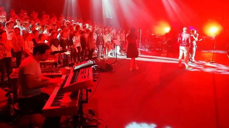 Concert de Zaz à Bayonne avec les lèves du collège Saint Michel de Cambo