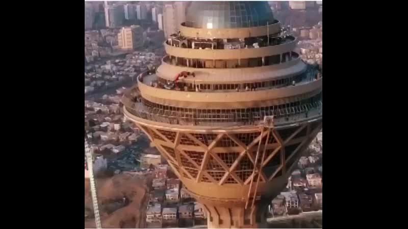 "В Иране на башню Бордже Милад""натянули""Маску.mp4"