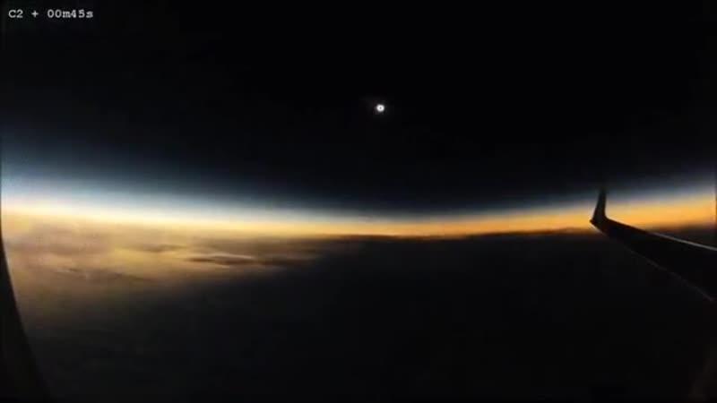 Солнечное затмение происходит в середине полета