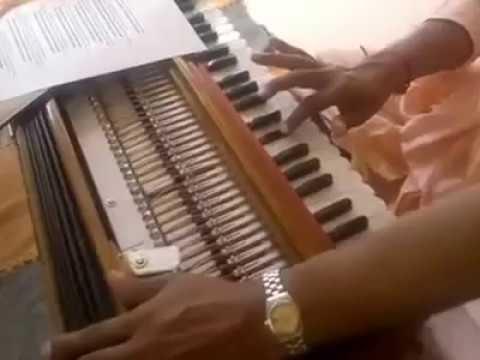 Радха Наче Кришна Наче на фисгармонии Чили июнь 2012