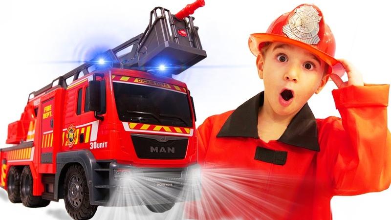 Дети играют в Профессии в Детском центре с Новой Пожарной машиной Dickie Toys