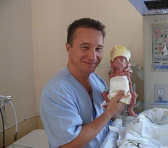 Я преклоняюсь перед врачами, которые спасают жизни малышам и выхаживают таких крох ..Спасибо Вам огромное!