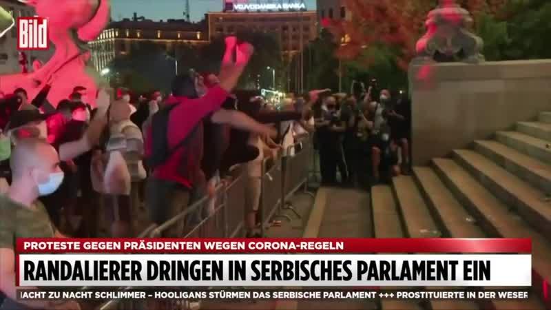 Hooligans und Randalierer stürmen Parlamentsgebäude in Belgrad