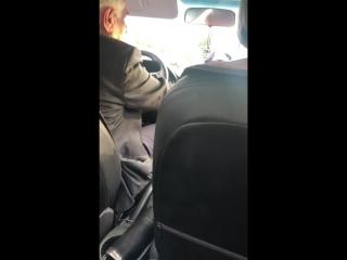 Когда просишь таксиста открыть окно