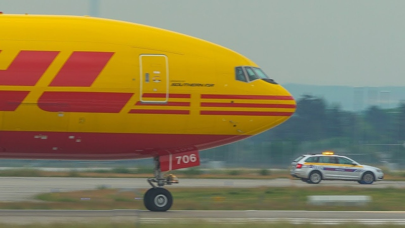 POWERFUL BOEING 777 ACCELERATION compared to a CAR My first BOEING 777 in full DHL colours 4K