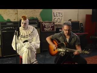 Грустный клоун с акустическим кавером Ozzy Osborne - CRAZY TRAIN