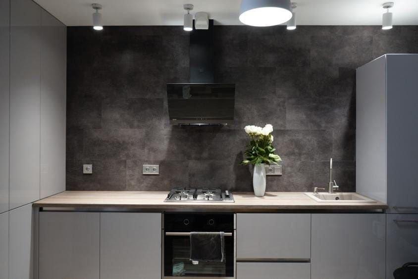 Обновила кухню, решила обойтись без верхних шкафов - всё отлично уместилось