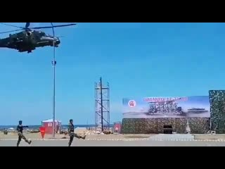 Вертолет Ми 35П снес трибуны на военном параде в Индонезии