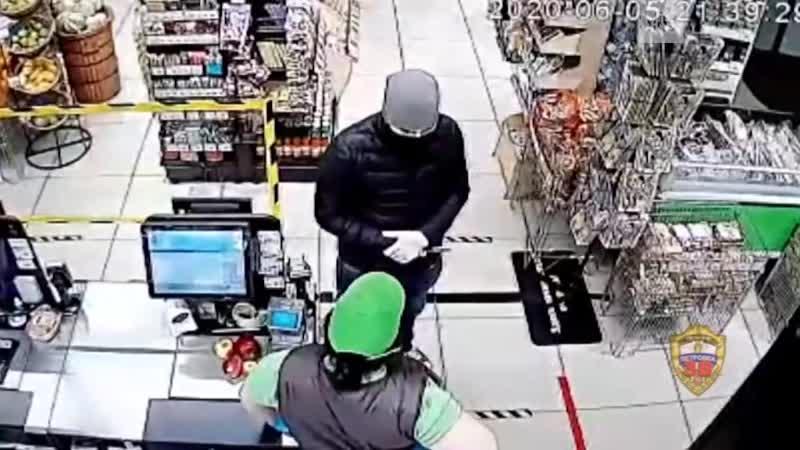 Грабитель с ножом обнял кассиршу извинился и ушел
