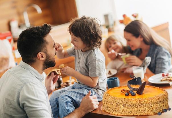 family eating breakfast - HD1440×959