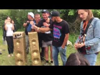 На XX Юбилейном Мотофесте концерты давали даже на полянке:)) Заморские гости.