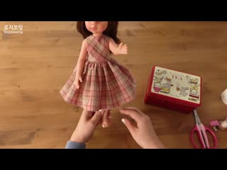 dolls clothes  No lining sleeveless dress making