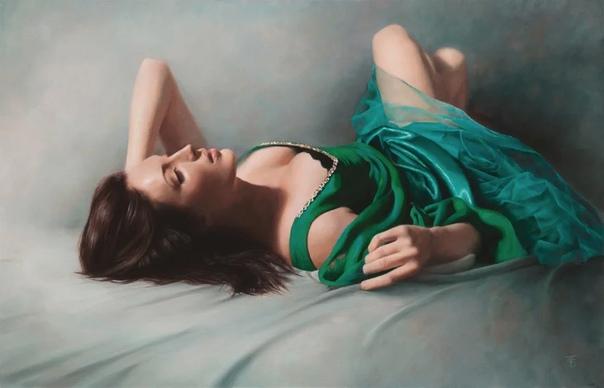 Тина Спратт (1975 год рождения -современная английская художница специализирующаяся на фигуративной живописи масляными красками и пастелью с женским образом на первом плане в направлении