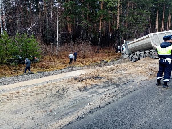 В Талицком районе столкнулись грузовик и легковушк...