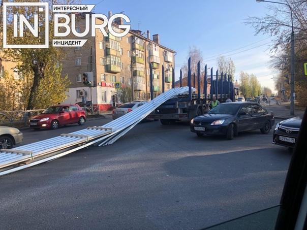 На перекрестке Новинская - Елизаветинское шоссе выпавший ...