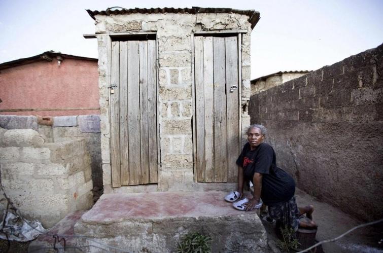 Как выглядят туалеты богачей и бедняков в разных странах мира, изображение №4