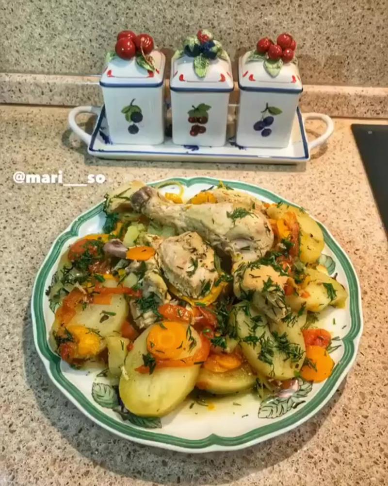 Курица с овощами в духовке😋