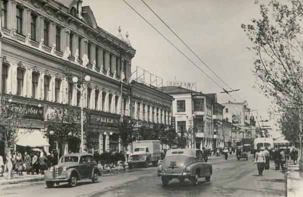 50-е годы, город Куйбышев.Узнали перекресток?...