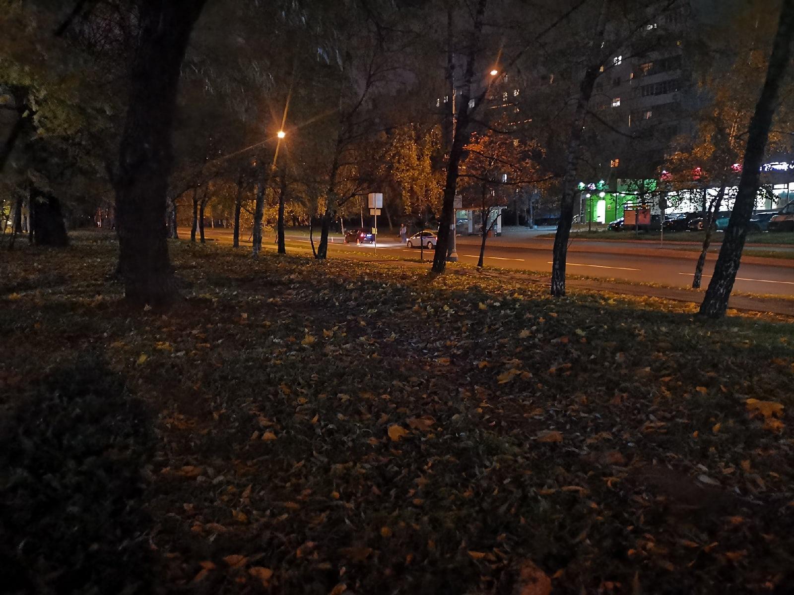 Минут 30 назад на Алтайской улице, напротив дома 9а (Пятёрочка) сбили бабушку.