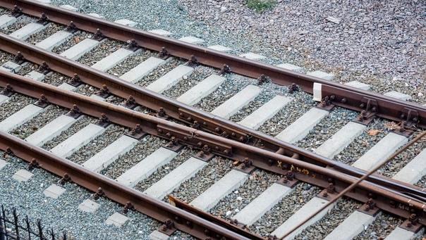 Мужчина погиб под колесами электрички в Нижегородс...