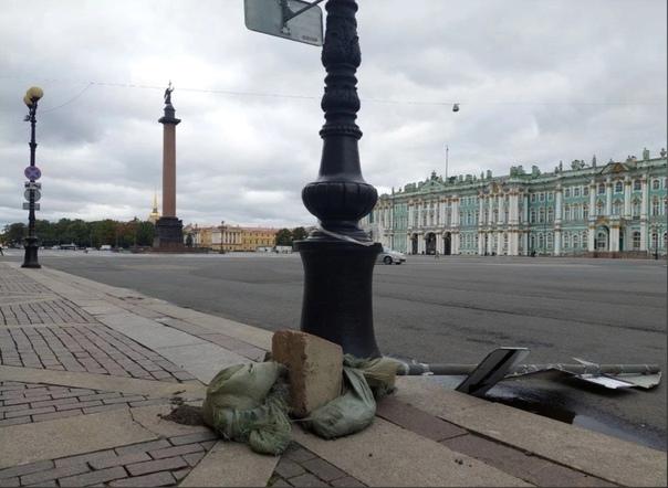 Вчера непогода обрушилась на Петербург. А вот так выглядя...