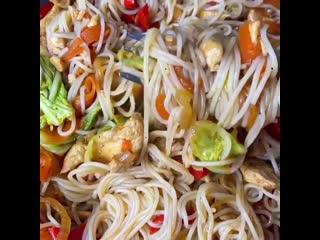 Вы когда-нибудь готовили вок с пекинской капустой Вы многое теряете) Очень сочно, пикантно и вкусно мужчины оценят