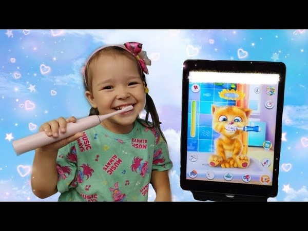 Азалия играет с котом, учиться правильно кушать и чистить зубки