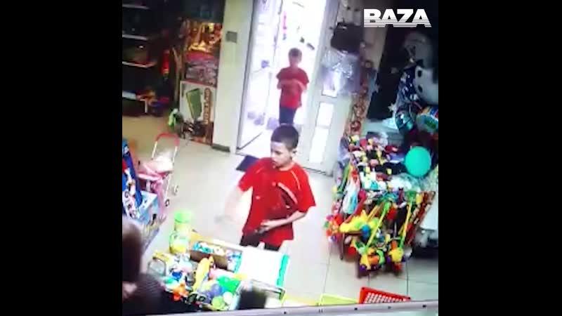 В Екатеринбурге второклассники хотели ограбить магазин игрушек Прикол