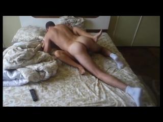 Возбуждающая сцена секса жены с парнем в присутствии мужа который иногда присоединяется.