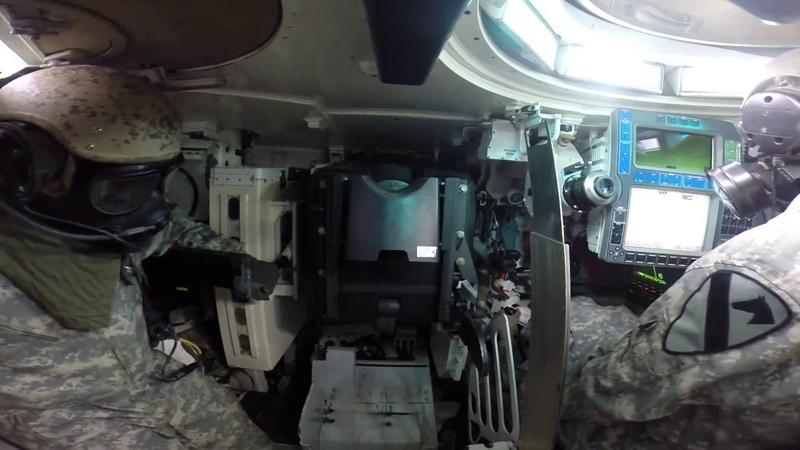 Зарядка орудия танка M1 Abrams вид изнутри