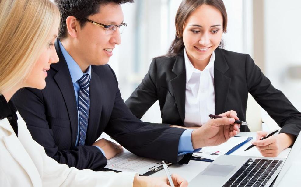 Предприятия используют веб-сайты и веб-приложения для хранения и обмена данными.